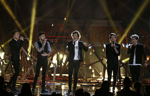 One Direction Outsell Taylor Swift for New Number One Spot