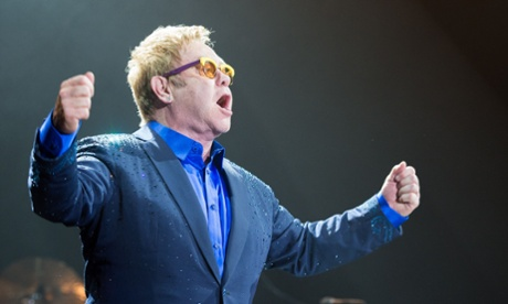 Elton John condemns homophobia during Russian concert