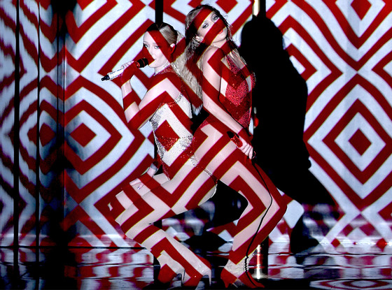 Watch Jennifer Lopez Shake 'Booty' With Iggy Azalea for 2014 AMAs
