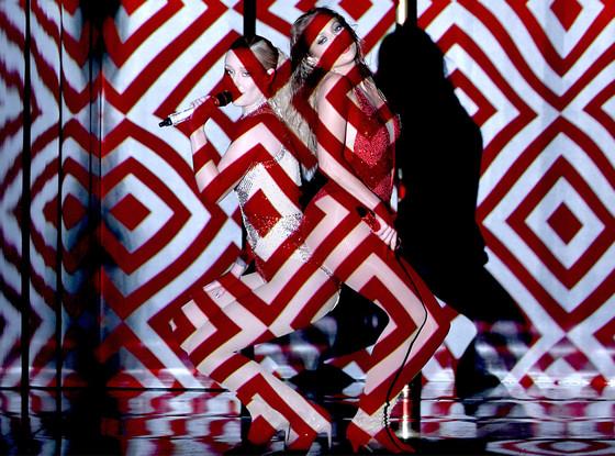 Watch Jennifer Lopez Shake 'Booty' With Iggy Azalea for 2014 AMAs