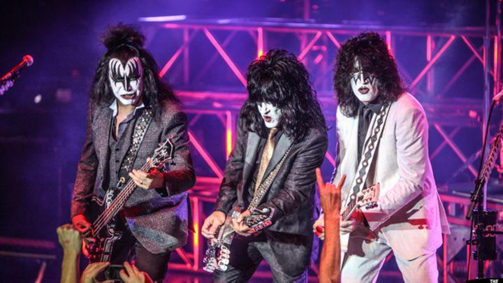 Kiss Prep Full 'Alive!' Performance for Kiss Kruise V