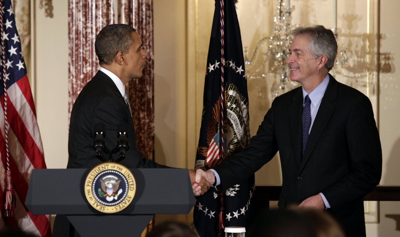U.S. President Barack Obama (L) shakes hands with Deputy Secretary of State William Burns at the Diplomatic Corps holiday reception at the State Department in Washington December 19, 2012.  <div id=