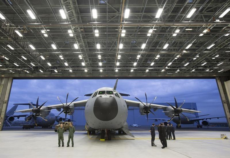 Airbus faces A400M charges, no immediate currency windfall