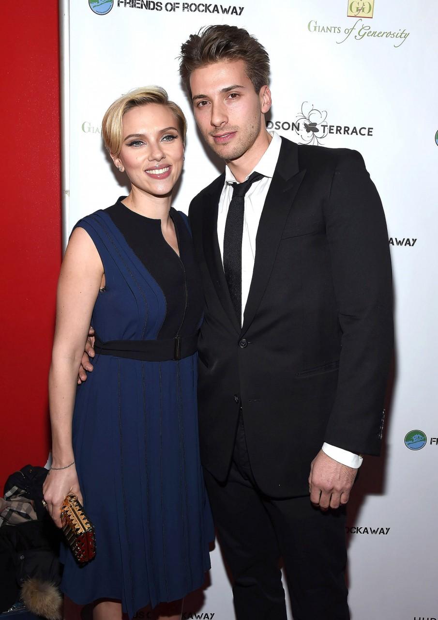 Scarlett Johansson and her twin brother, Hunter Johansson (Gary Gershoff/WireImage)