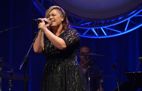Kelly Clarkson Gives Sam Smith's 'Stay With Me'
