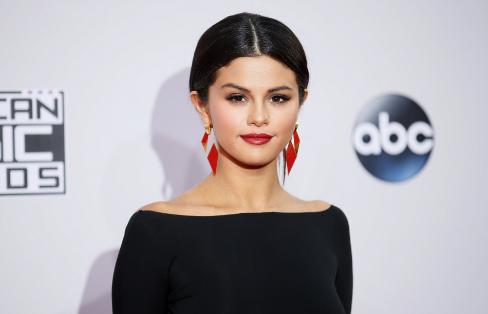 Selena Gomez's AMAs 2014 Teary Performance, Kendall Jenner Unmoved: 'Justin Bieber Never Loved Her' — Report