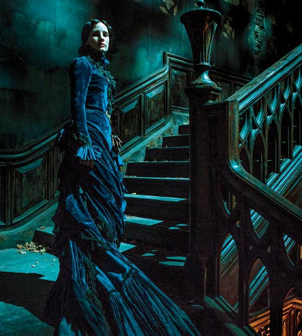First Look At Jessica Chastain In Crimson Peak