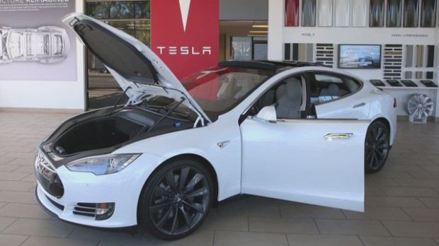 Tesla set to upgrade range of original Roadster to 400 miles