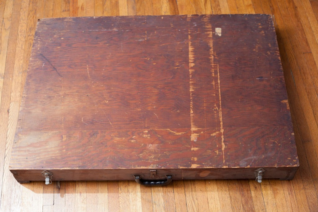 One Man Found a Mysterious Box in a Dumpster – What was in it was Absolutely Baffling