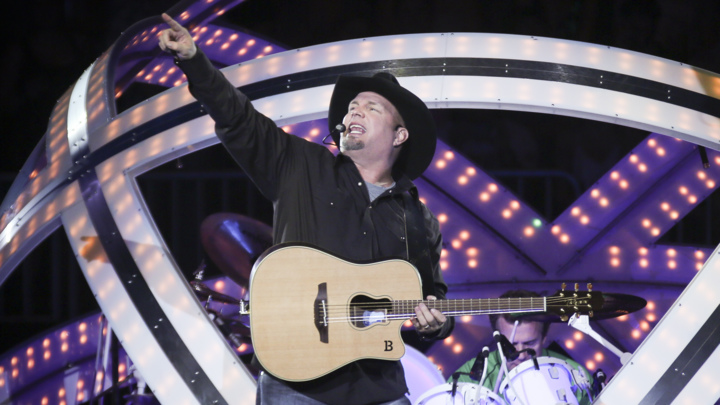 Garth Brooks Beams in to American Music Awards With 'People Loving People'