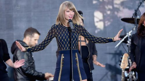 Taylor Swift, Pentatonix Top U.S. Album Chart Ahead of Holiday Sales