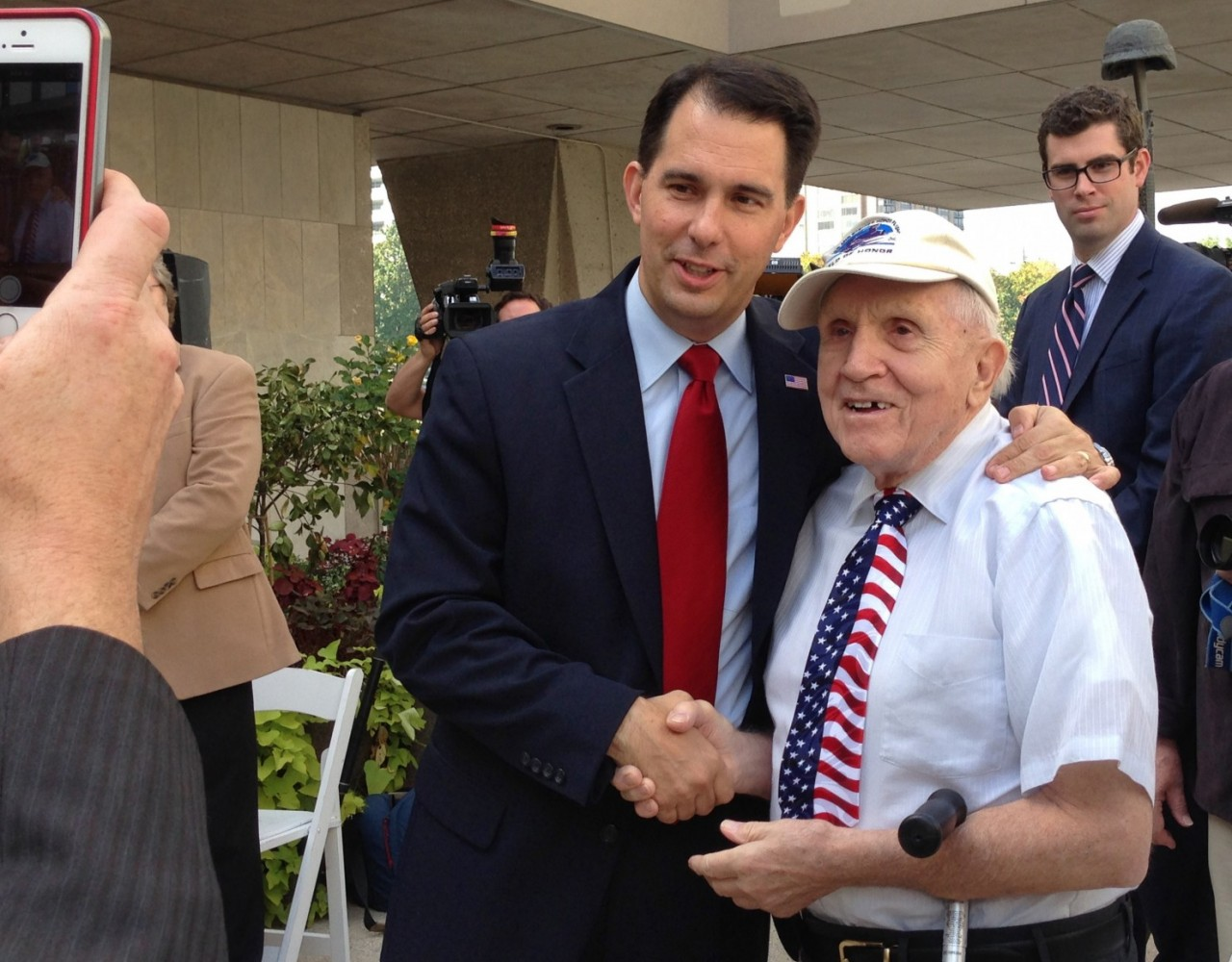 Wisconsin Gov. Scott Walker's tough fight against Mary Burke will decide 2016 future