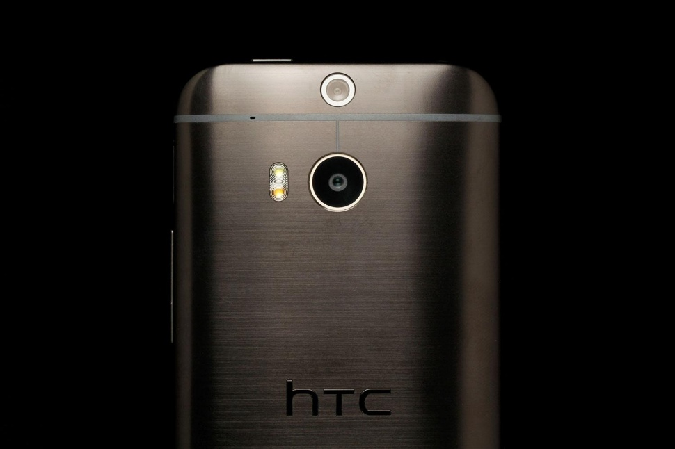 HTC One M9 concept proposes an edge-to-edge screen and triple LED flash