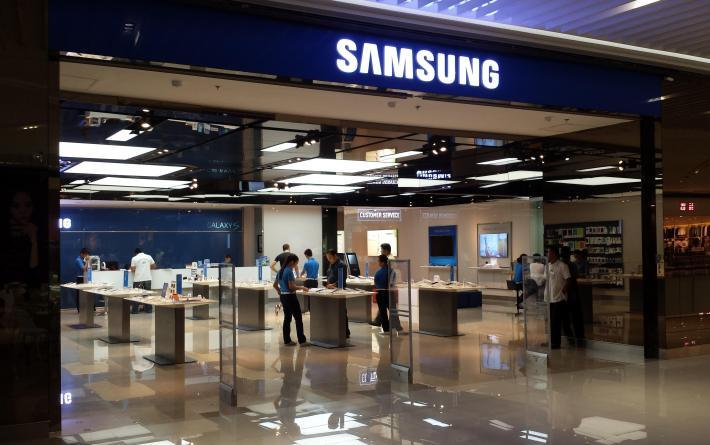 Samsung to freeze employee salaries in South Korea