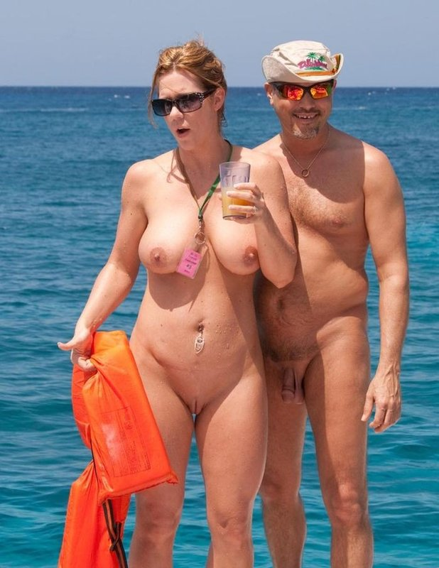 как муж с женой голые на пляже шла том ,что
