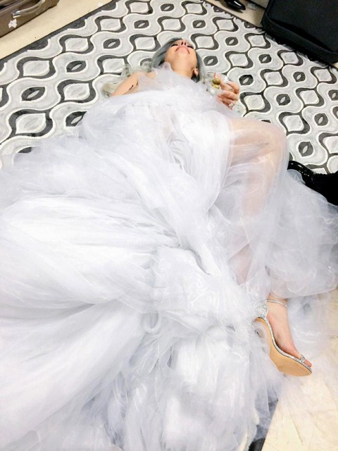 See Lady Gaga Hit the Floor After Her Amazing Sound of Music Performance at the 2015 Oscars! Check Out the Pic