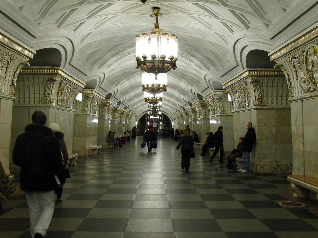 Metro Prospekt Mira (Source)