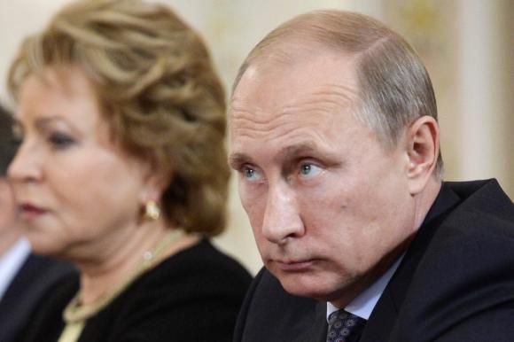 Putin blames politics for falling energy prices
