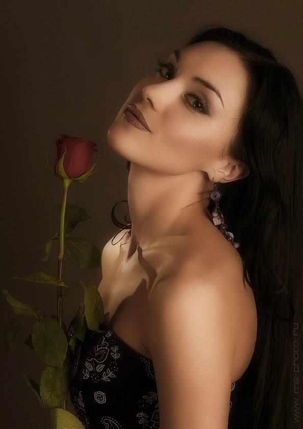 онлайн делает фотосессия брюнетка лена с розой пышной прической