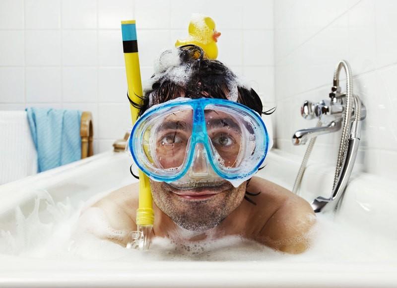 Палочек для, смешная картинка человека в ванной