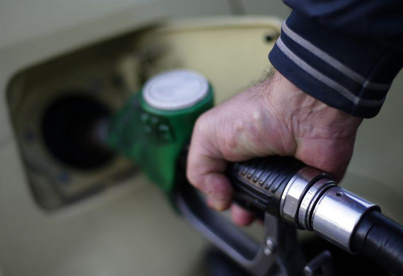 Oil falls again as IMF cuts forecast; Iran hints at $25 oil